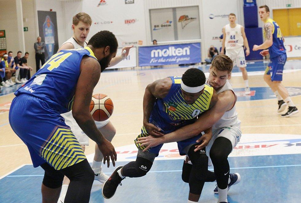 Basketbalový zápas mezi BK Děčín a Slunetou Ústí nad Labem