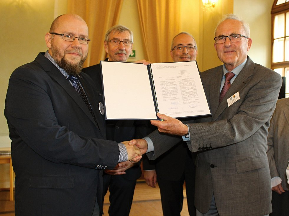 Předání sbírek německého krajanského sdružení do Děčína.