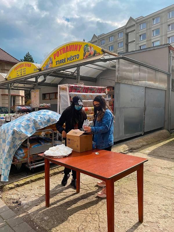 Vietnamská komunita v Děčíně pomáhá během epidemie koronaviru..