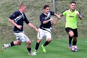 Fotbalisté Vilémova (tmavé dresy) prohráli v Brné 1:2.
