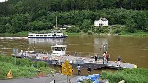 U přívozu v Dolním Žlebu vyměnili vodící lano.