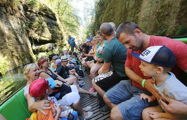 Do soutěsek ve Hřensku každoročně míří stovky tisíc turistů.