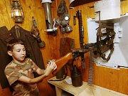 Téměř k dokonalosti opravili Rostislav Kakara se synem prvorepublikový lehký bunkr v Srbské Kamenici.