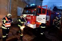 Třináct hasičů zasahovalo v Lidické ulici.