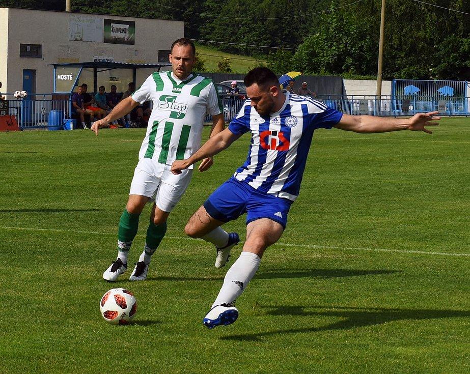 Fotbalisté Vilémova (zelené dresy) doma porazili v přípravném utkání Frýdlant 3:1.