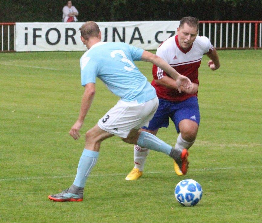 Lukáš Stožický v dresu fotbalové týmu z Modré.
