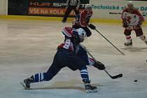 JE VYROVNÁNO. Děčín (v modrém) doma padl 1:3 se Žďárem.