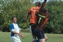 KANONÁDA. Verneřice (v oranžovém) doma přejely 7:0 Huntířov.