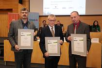 Na snímku zleva: starosta stříbrných Lovosic Milan Dian, primátor Děčína Petr Nedvědický a zastupitel třetího Ústí Pavel Herites.
