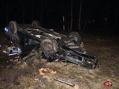 Při nehodě u České Kamenice zemřeli dva lidé.