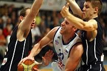 VÁLEČNÍCI ZNOVU ZABRALI. Děčínští basketbalisté vyhráli v Ostravě 80:68.