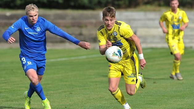 REMÍZA. Varnsdorf (ve žlutém) uhrál v přátelském utkání proti Liberci výsledek 0:0.