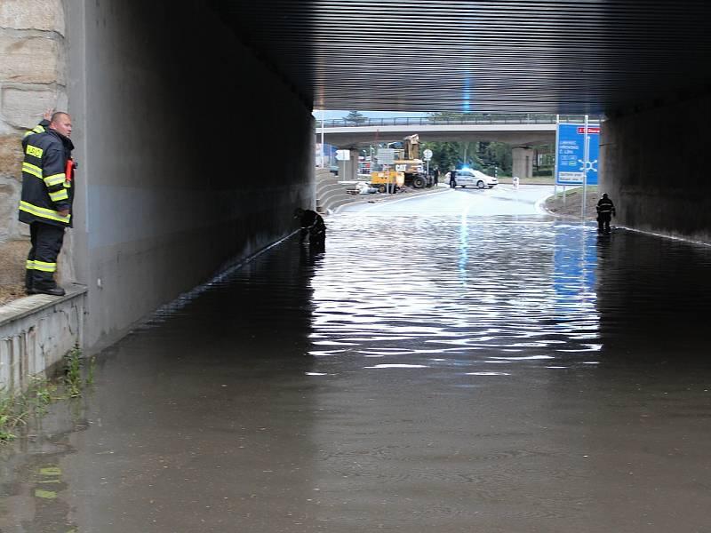 Přívalový déšť dělal v Děčíně problémy.