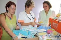 Andělé bez křídel předali vybrané dary nemocnici.