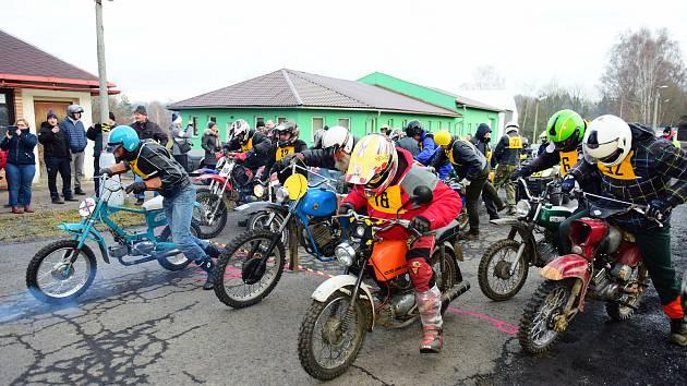 Závody motorkářů na Tanečnici.