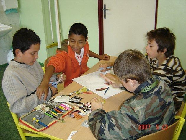Děti se učily o trestní odpovědnosti, prevenci patologických jevů, ale i hygieně či stolování.