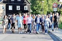 Lidé ve Varnsdorfu protestují proti sobotnímu policejnímu zákroku