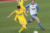 VARNSDORF (ve žlutém) si přivezl ze Znojma výhru 1:0.