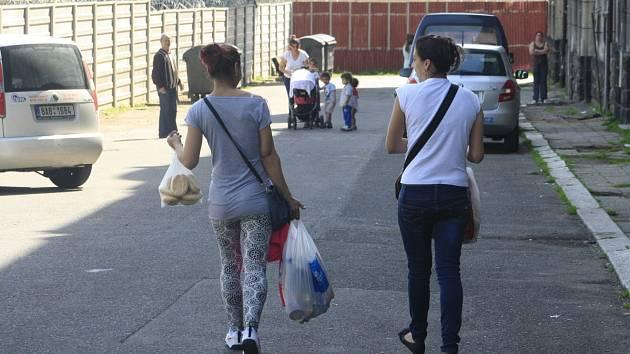 Krátká ulice v Děčíně patří dlouhodobě mezi problémové lokality ve městě.