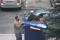 Nový zlodějský fenomén na Děčínsku: Zloději vybírají kontejnery na tříděný odpad.