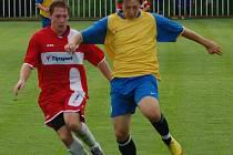 JISKRA MODRÁ (v červeném) v prvním utkání zvítězila hladce 4:1.