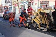 Pokládka asfaltu na ulici Prokopa Holého v Děčíně skončila.