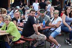 Přehlídku nakuřovaných piv si v Kocouru nenechaly ujít stovky lidí.