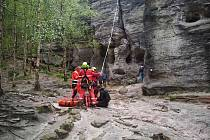 Záchranáři zasahují po pádu horolezkyně v Tiských stěnách