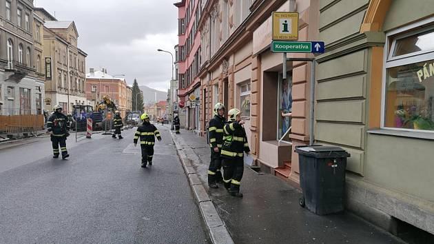 Únik plynu v ulici Prokopa Holého v Děčíně.