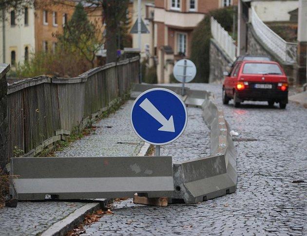 Betony zablokovaly silnici i pro chodce