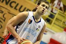 MATEJ VENTA. Výraznou posilou BK Děčín je právě tento 29letý slovinský rozehrávač. V NBL nastupoval v dresu Nového Jičína, Nymburka, Prostějova a naposledy Jindřichova Hradce.