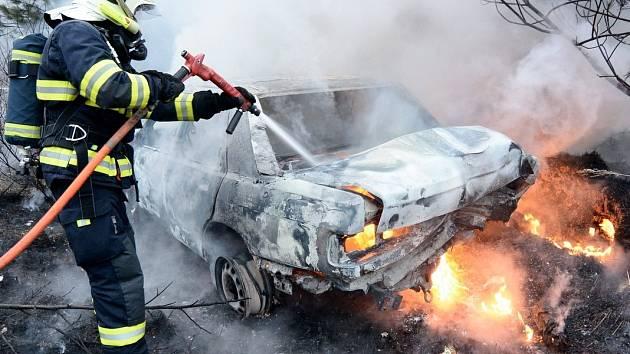 Požár auta u Studánky.