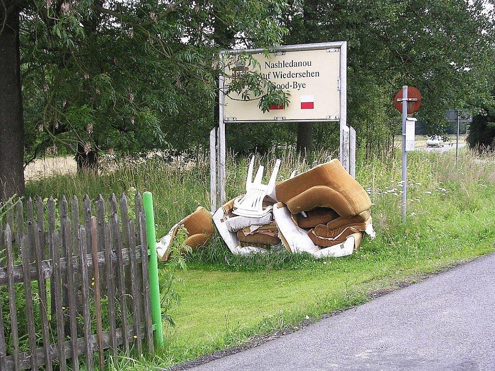 Dolnopoustevenští se poslední dva měsíce potýkají s narůstajícím vandalismem a se zvyšujícím se počtem černých skládek.