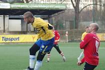 ŠKODA. Fotbalisté Varnsdorfu (v červeném) prohráli 0:2 s Teplicemi.