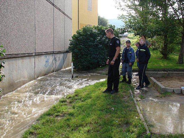 K havárii na vodovodním řadu došlo v Děčíně Boleticích v úterních ranních hodinách.