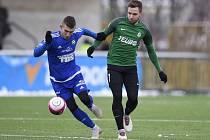 PRVNÍ ZÁPAS mají za sebou fotbalisté Varnsdorfu (v modrém) v rámci zimní Tipsport ligy.