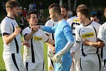 REMÍZA 2:2 se zrodila ve velkém derby mezi Modrou a Jílovým. Na penalty pak vyhrálo 5:4 Jílové.