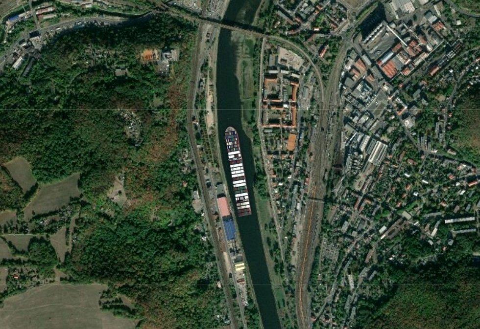 Loď Ever Given v Ústí nad Labem.