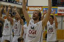 POPÁTÉ V SEZÓNĚ se mohli děčínští basketbalisté radovat z vítězství.