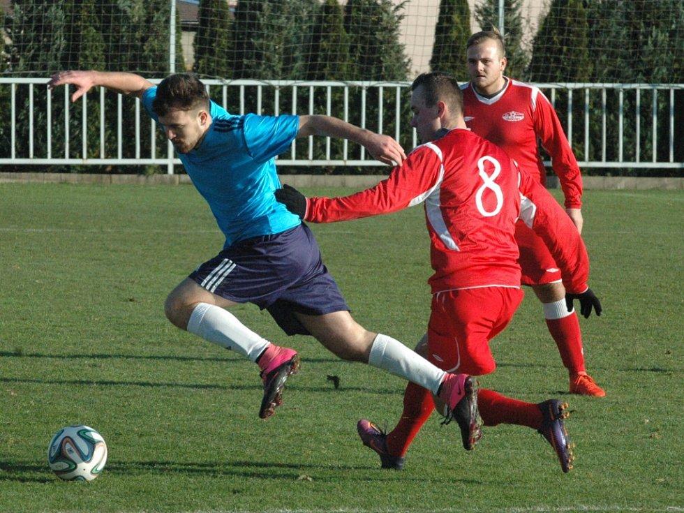 DERBY. Fotbalisté Modré doma porazili Děčín 4:0.