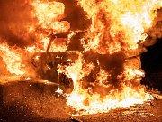 V noci na pondělí 13. května shořelo mezi Krásnou Lípou a Studánkou auto