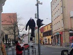 Instalace hlásičů na Třídě 9. května v Rumburku.