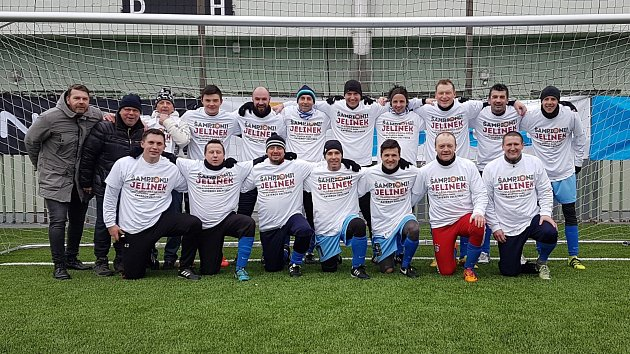 DĚČÍNSKÁ STOPA pomohl týmu Jelínek kvítězství na turnaji starých gard.