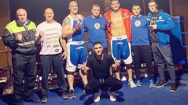 VYDAŘENÁ PREMIÉRA. Boxeři BC Rohovník Armex Děčín zvládli první utkání v extralize, doma porazili silný Prostějov 10:6.