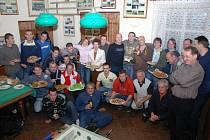 O kvalitní občerstvení nebyla při hodnocení úspěšného vilémovského podzimu v Lodovně nouze, jak je patrné z našeho snímku.