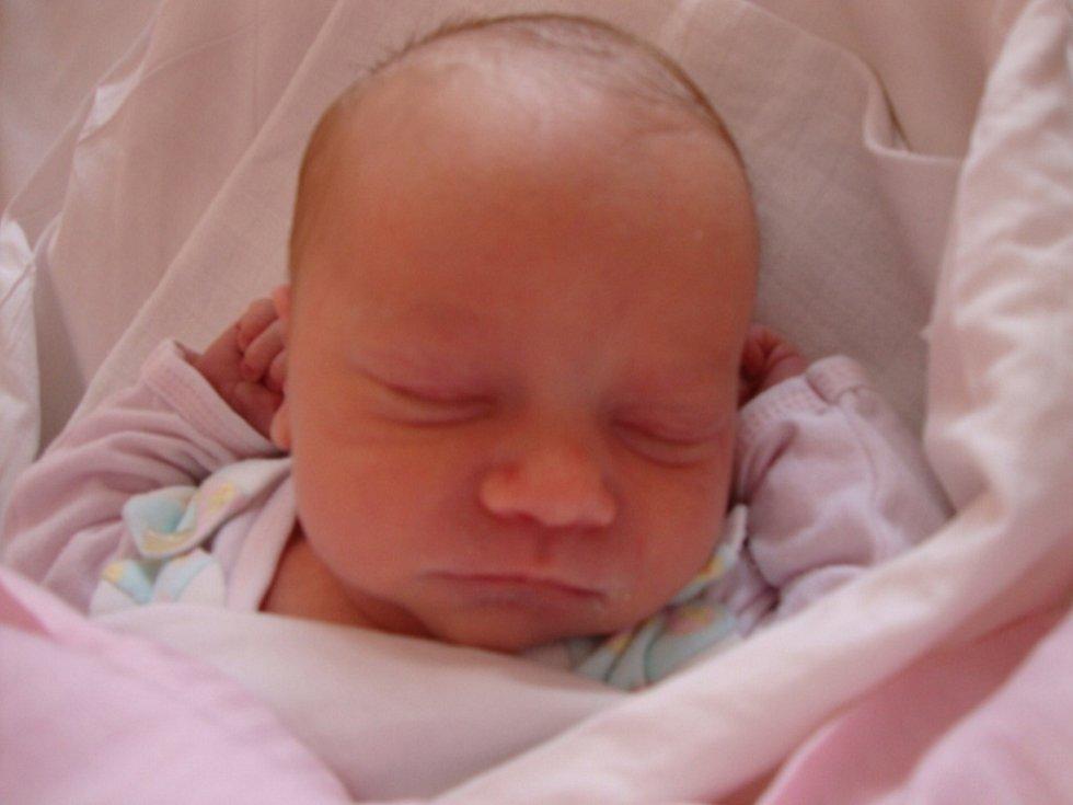 Mamince Haně Šedivkové z Velkého Šenova se 20. března v 8.10 narodila v rumburské nemocnici dcera Karolínka Kovandová. Měřila 46 cm a vážila 2820g.