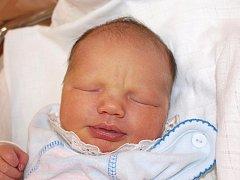 Lence Žákové z Děčína se 29. září ve 4.35 v rumburské porodnici narodil syn Miroslav Helcl. Měřil 53 cm a vážil 3,8 kg.