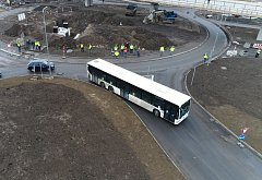 Problémy s projetím nového kruhového objezdu v Děčíně mají především dlouhá vozidla, jako například patnáctimetrový autobus dopravního podniku.