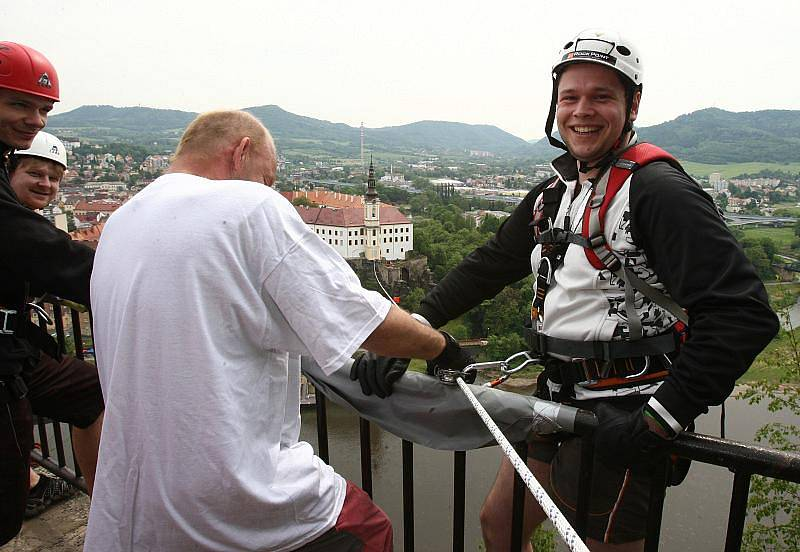Nad údolím Labe se opět projížděli na laně odvážlivci startující v adrenalinovém závodě.