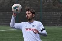 PŘÍPRAVA. Junior Děčín (bílé dresy) doma prohrál 2:3 s Vilémovem.